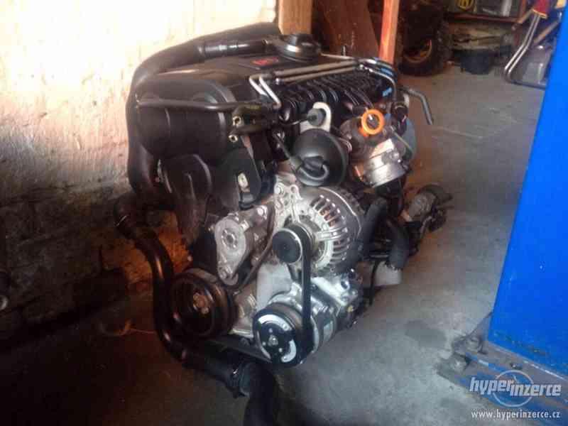 Prodám kompletní motor i s převodovkou viz. foto, 2,0 103kw, - foto 2