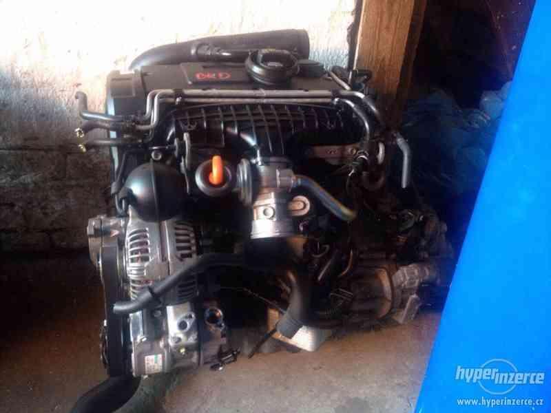 Prodám kompletní motor i s převodovkou viz. foto, 2,0 103kw, - foto 3