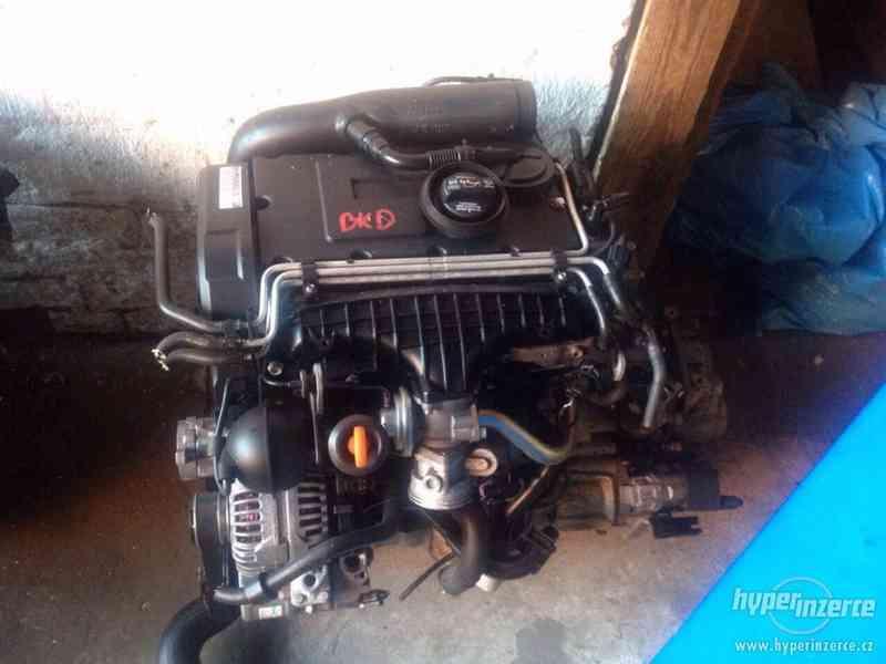 Prodám kompletní motor i s převodovkou viz. foto, 2,0 103kw, - foto 4