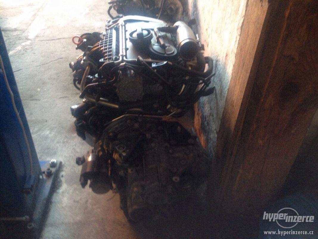 Prodám kompletní motor i s převodovkou viz. foto, 2,0 103kw, - foto 1