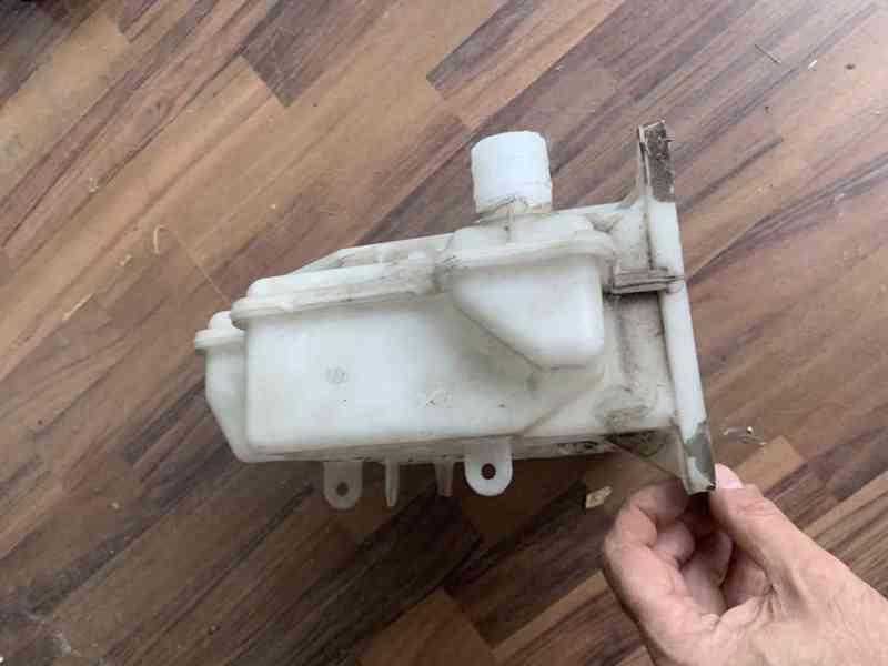 Škoda Superb 2 nádobka ostřikovaču