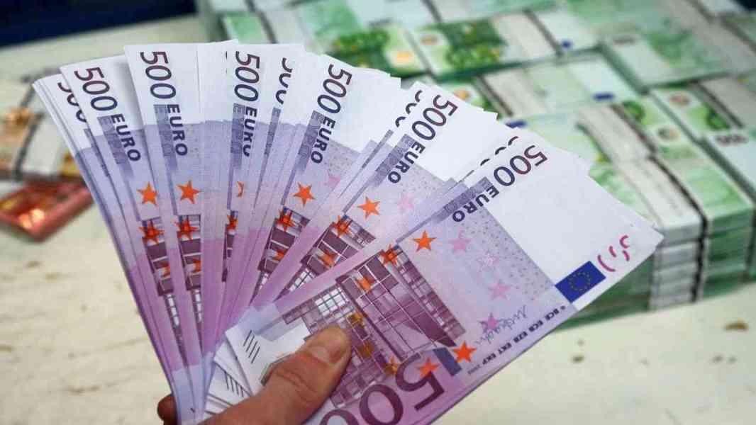 Nabídněte půjčky peněz všem lidem v nouzi.