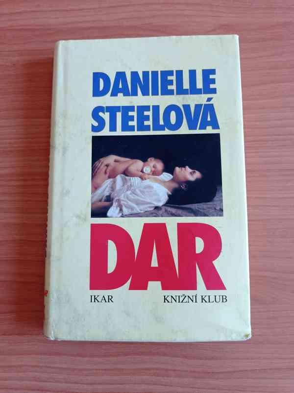 DANIELLE STEELOVÁ - Dar - foto 1