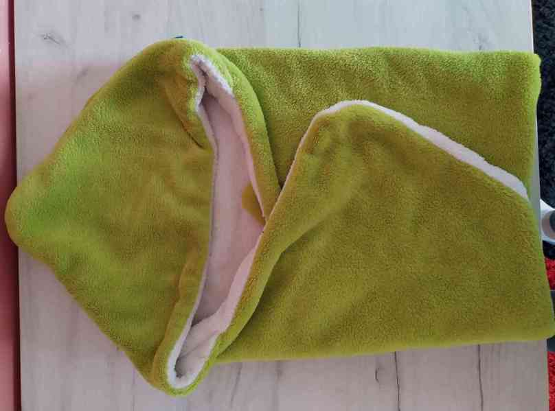 NEOBED -deka s kapucí pro miminka dvoubarevná 70×70cm ZELENÁ