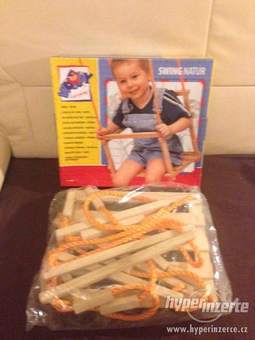 Dětská dřevěná závěsná houpačka