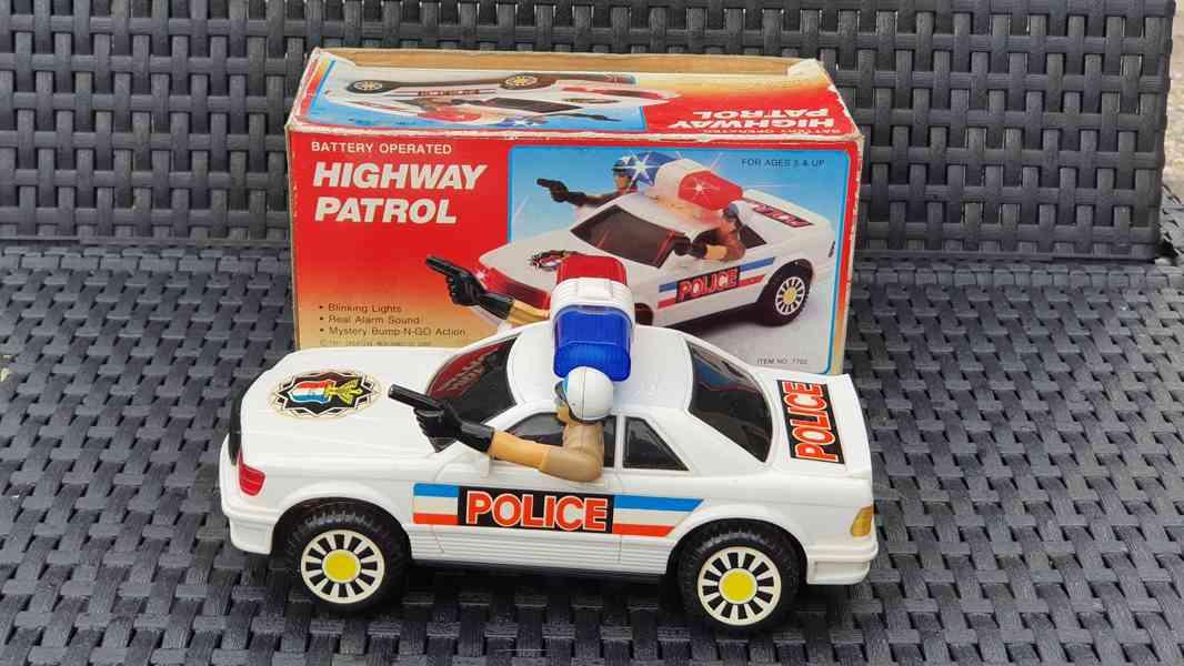 Policejní auto - Highway Patrol
