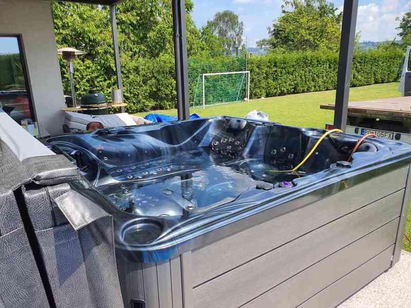 Luxusná vírivka New Maximus 136 trysiek Antracitová - foto 5