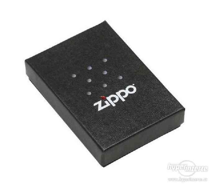 Zippo zapalovače, benzin náplně, kožená pouzdra - foto 9