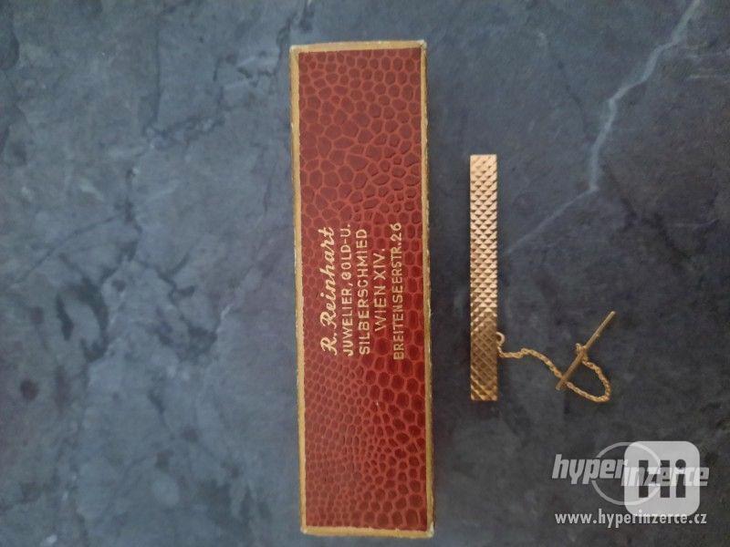 zlatou sponu na kravatu - foto 1