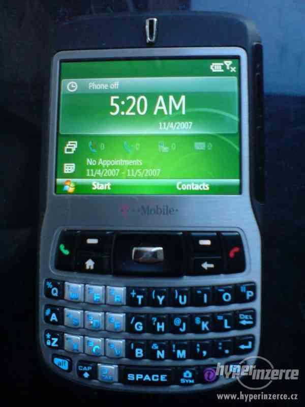 zánovní mobil s barevným displayem s funkcema