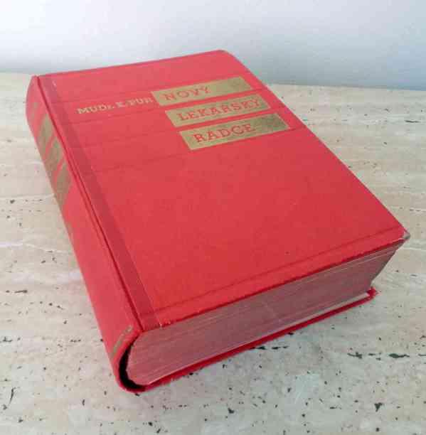Starožitná lékařská kniha Nový lékařský rádce