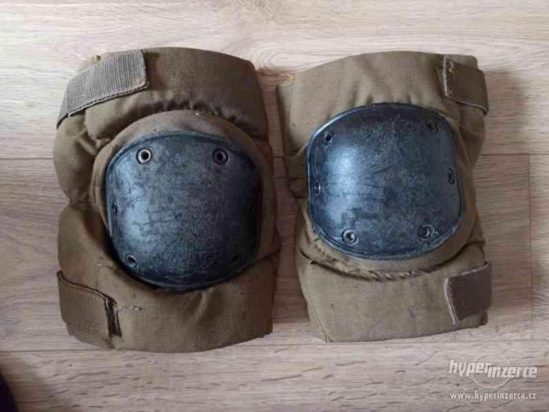 Airsoft- Chrániče na kolena + rukavice