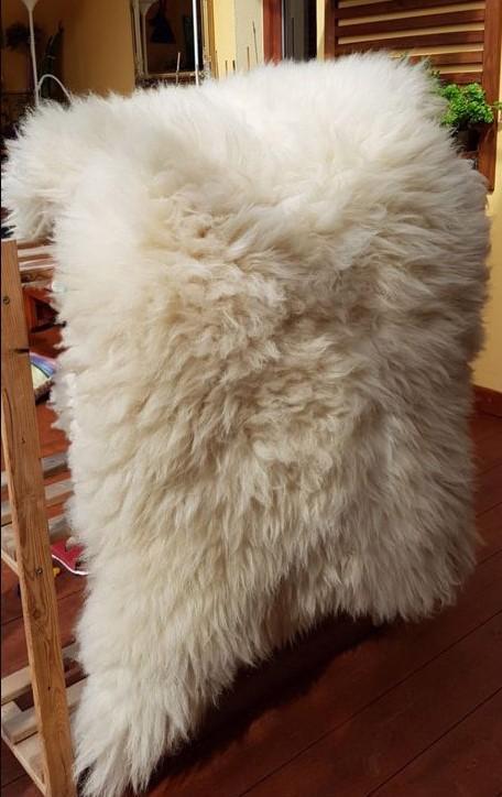 Ovčí kůže XXl, cca 130x80cm, dlouhý chlup.