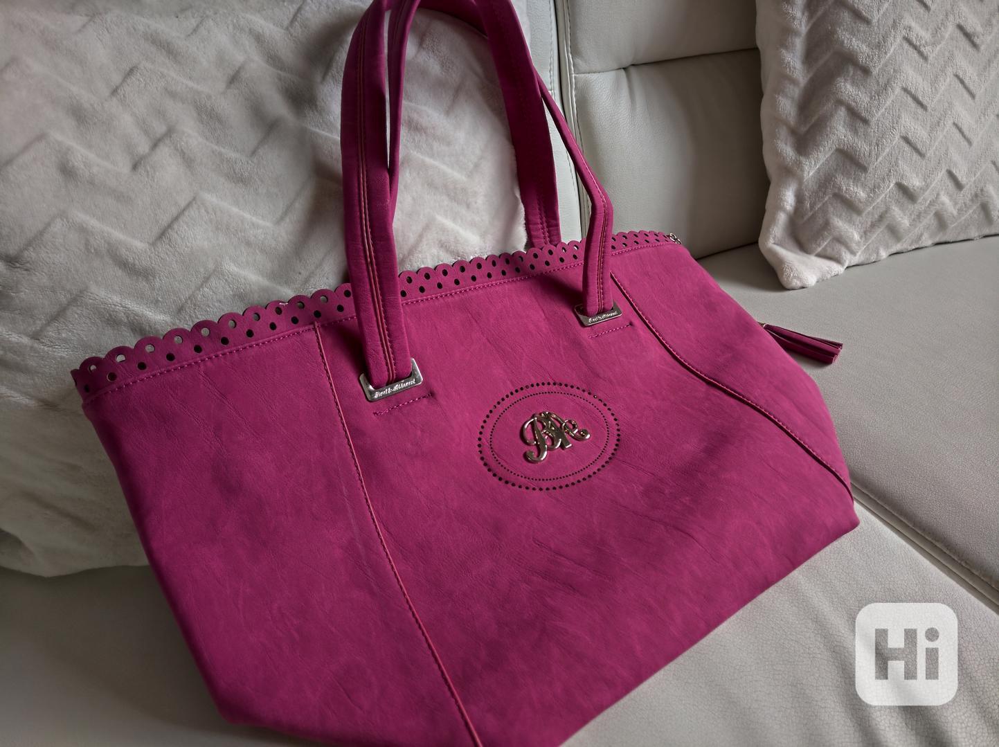 Atraktivní dámská kabelka Bacci Abbracci - foto 1
