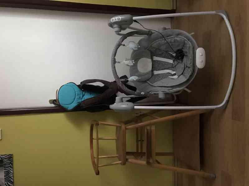 Dřevěná židlička, houpací křesílko, nosítko Bebe Comfort.