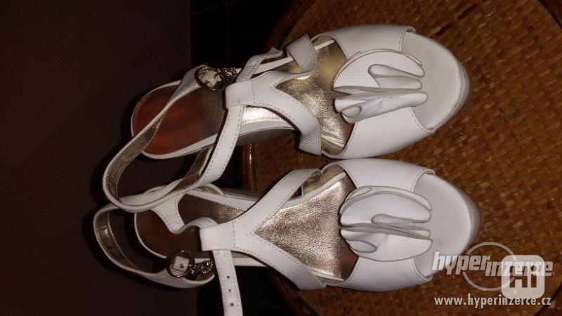 Prodám bílé kožené sandály vel.38