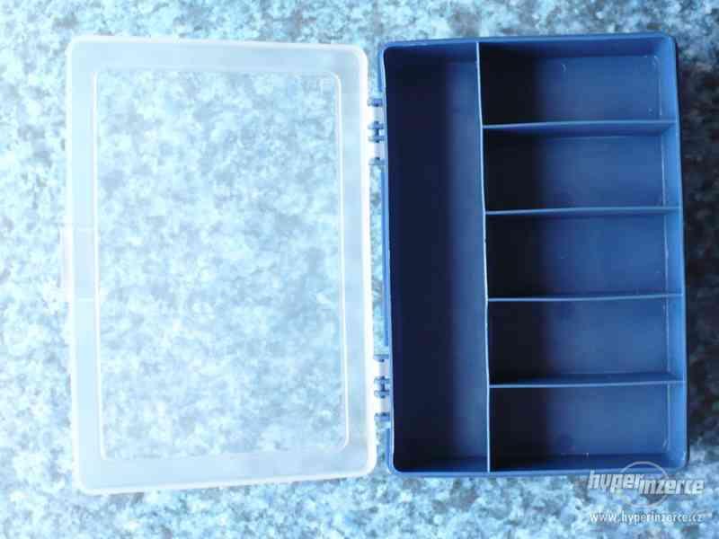 Plastový box na rybářské drobnosti