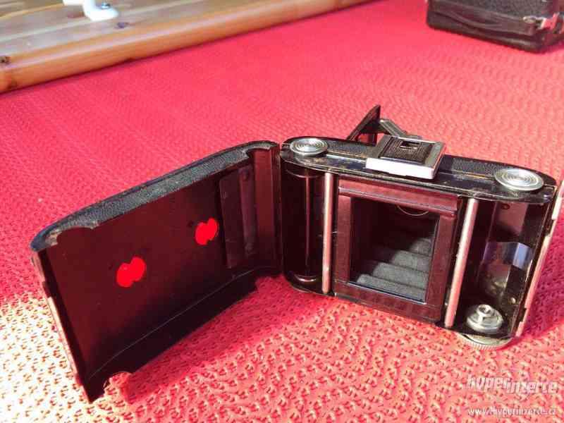 Historický malý fotoaparát Zeiss Ikon Derval, na film - foto 5
