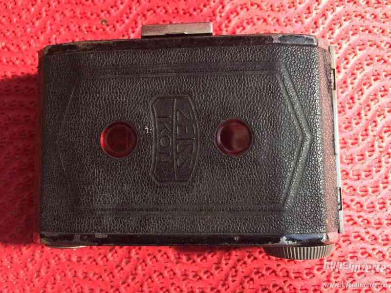 Historický malý fotoaparát Zeiss Ikon Derval, na film - foto 8