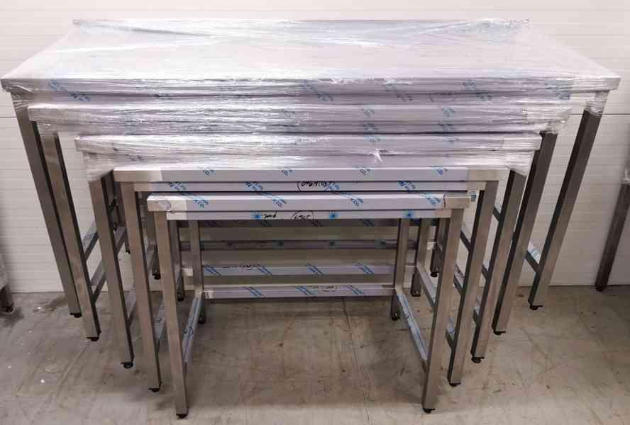 Nerezový přípravný stůl