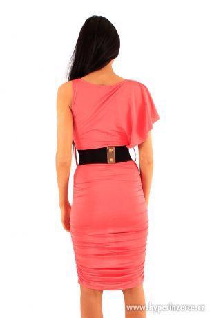 Nové elegantné koralové midi šaty - foto 3