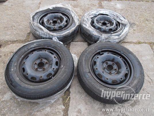 Plechové disky s letními pneu