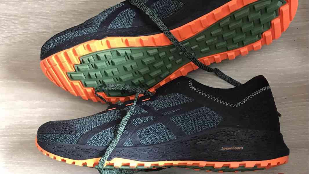 Nové trailove bezecke boty vel 42,5 tj 27 Asics GeckoXT