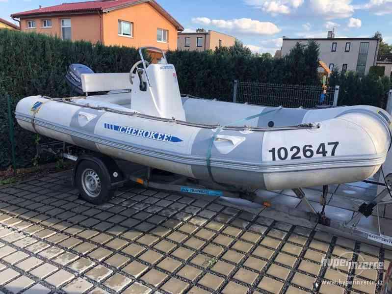 ZODIAC CHEROKEE rib člun 4,4 m s motorem Johnson 50HP