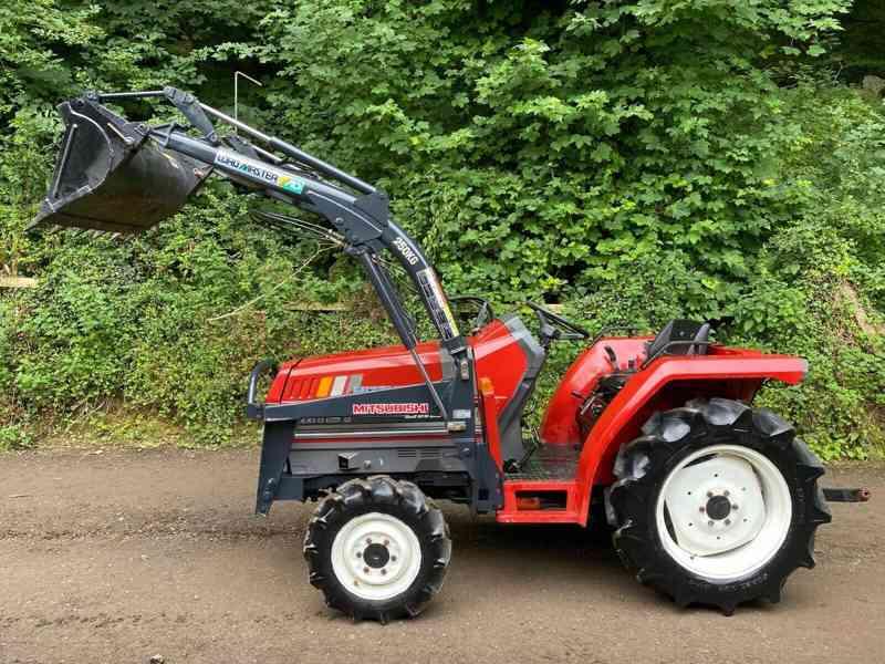 Traktor Mitsubishi Mtt-2I + kompletní čelní nakladač