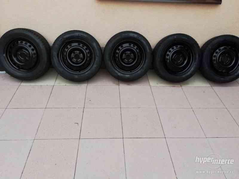 Opel – plechové disky +letní a zimní pneu 195/60R15, 6J x 15