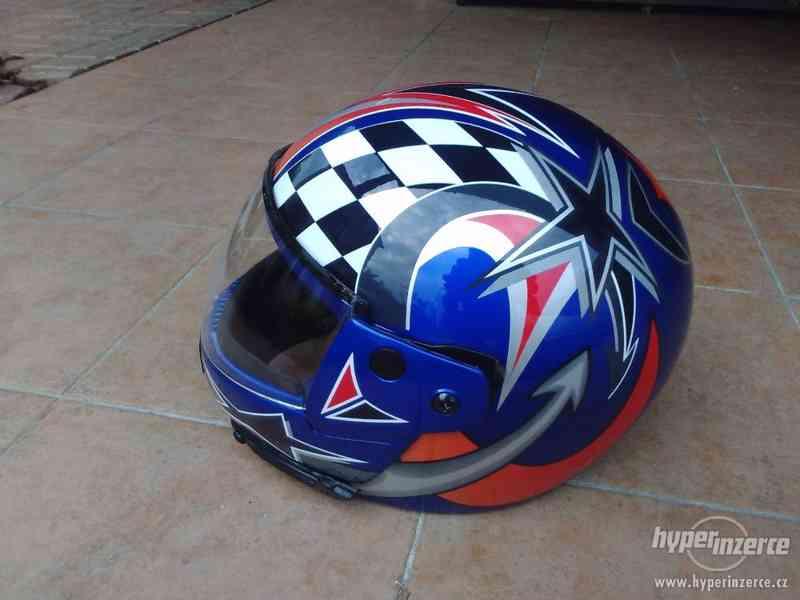 Odklápěcí helma nová