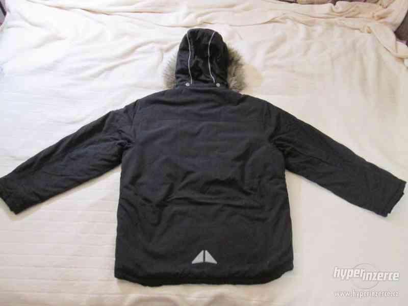 ZIMNÍ KABÁT - bunda s kapucí, vel. 164 (černá) - foto 2