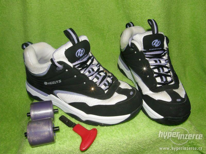 Bíločernofialové boty Heelys s kamínky