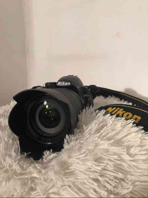 Nikon D3100 - (zrcadlovka) - foto 1