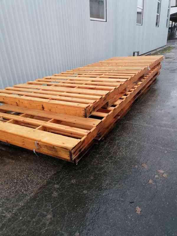 Dřevěná paleta 2,1 x 6 m