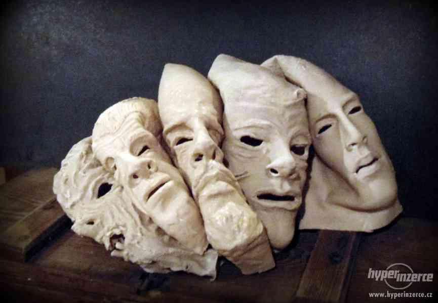 Horor rekvizity pro film, divadlo, únikové hry..latex masky