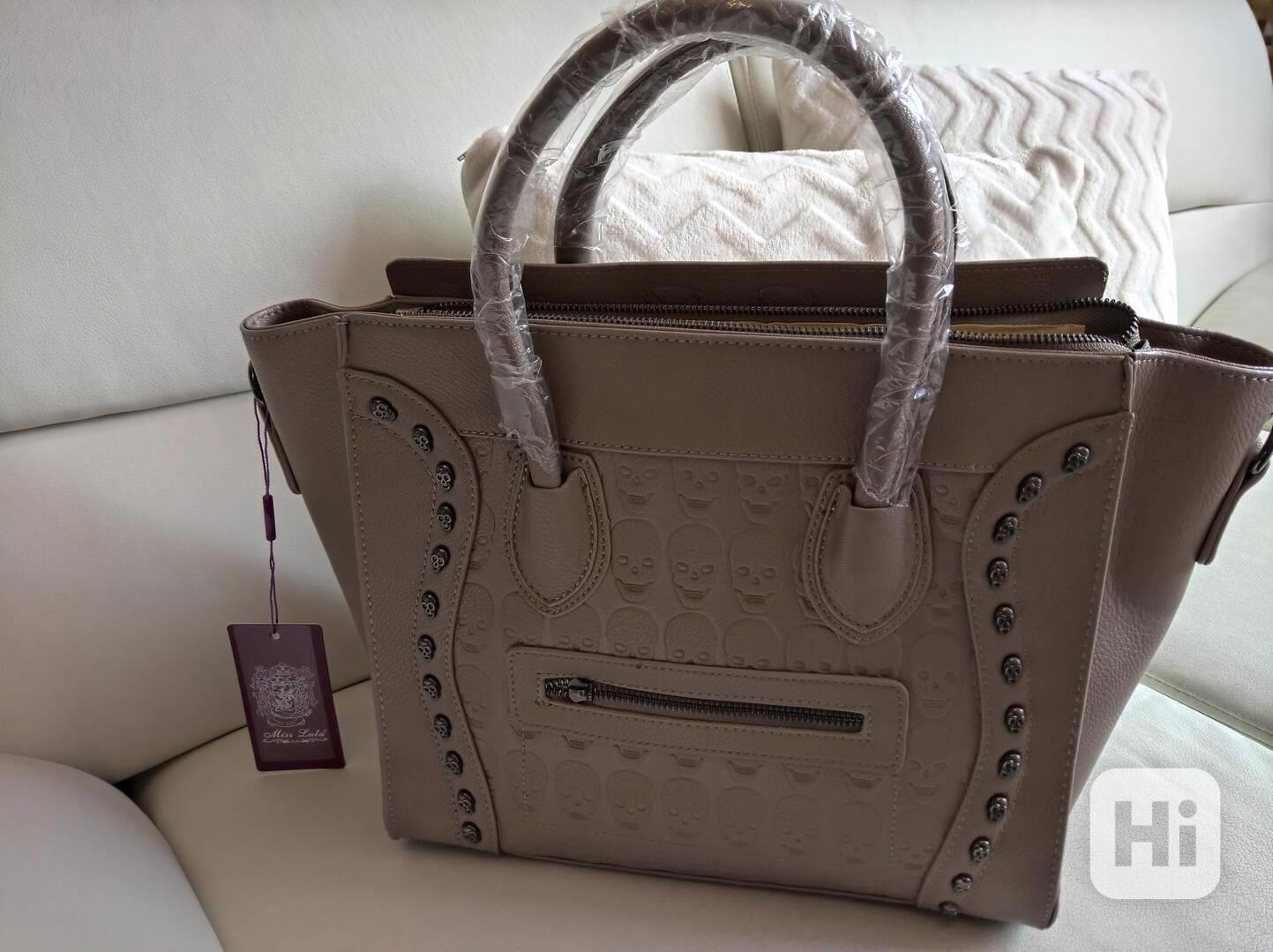 Extravagantní dámská kabelka s lebkami - foto 1