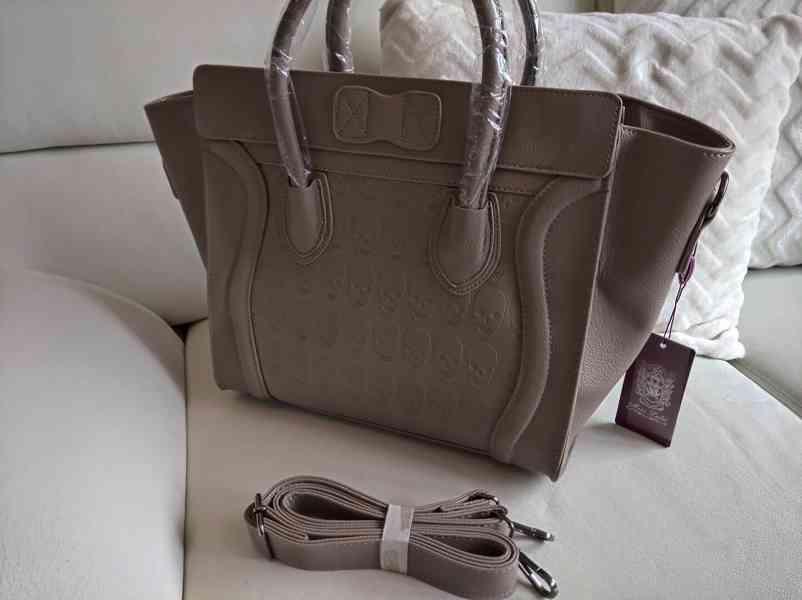 Extravagantní dámská kabelka s lebkami - foto 3