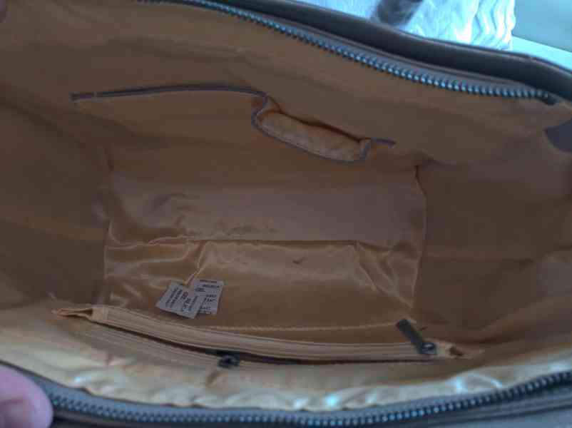 Extravagantní dámská kabelka s lebkami - foto 4