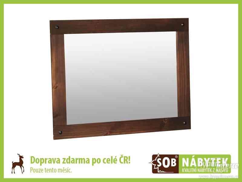 Zrcadlo v hnědém rámu, masivní zrcadlo