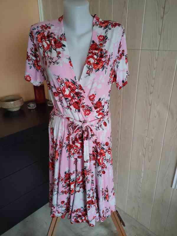 Krásné květinové šaty vel.40