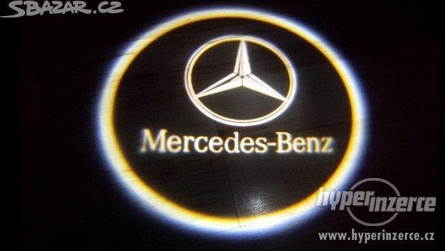 NOVE LEd osvětlení dveří se znakem Mercedes Benz