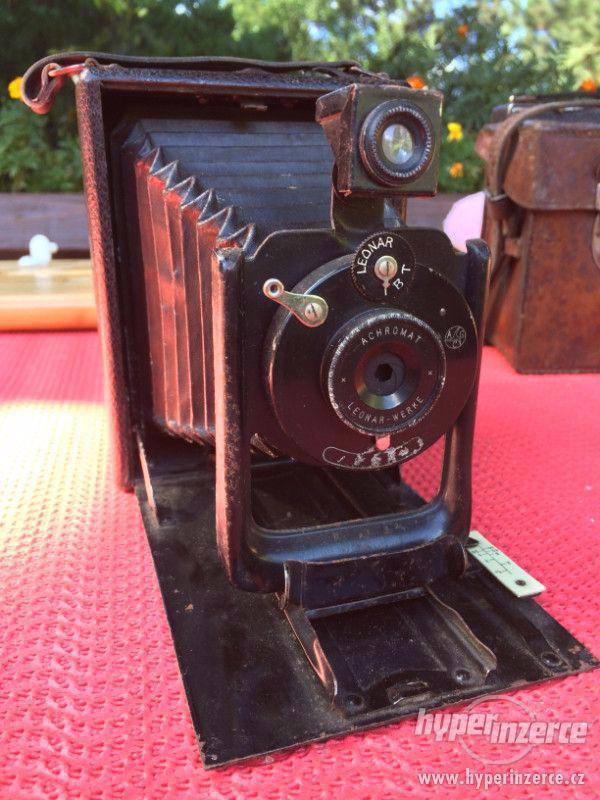 Historický fotoaparát Leonar - Werke 9x12 cm - foto 1