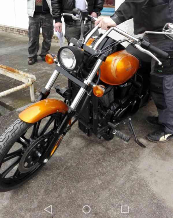 Kawasaki Vulcan 900 Custom - foto 2