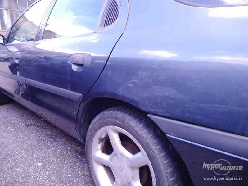 1994_Ford Mondeo Hatschback_1,6 DOHC - foto 7