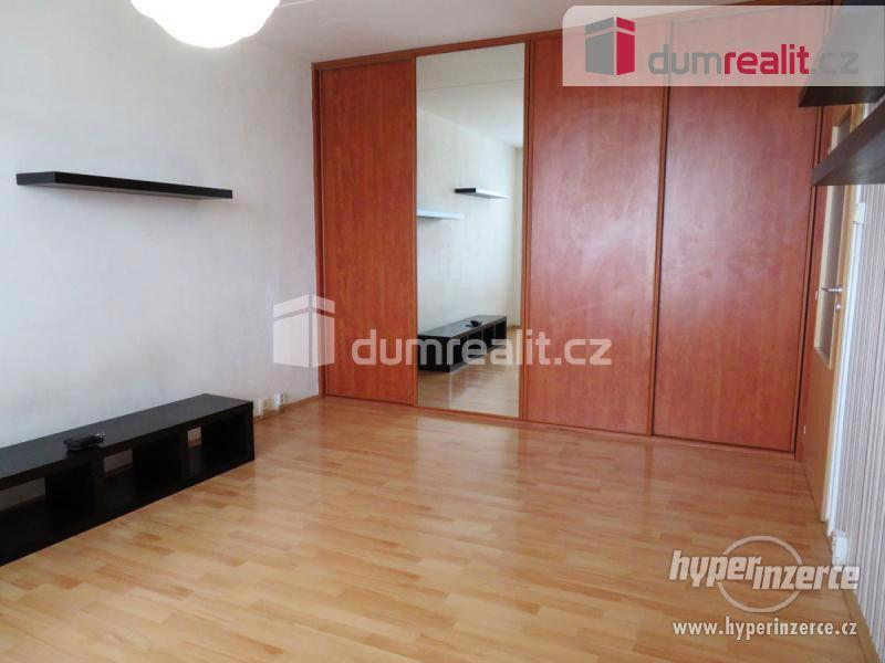 Světlý byt 1+kk, 29 m2 + 4 m2 sklep, 11.p (12NP), OV, panel po rekonstrukci, Praha 11 - Chodov