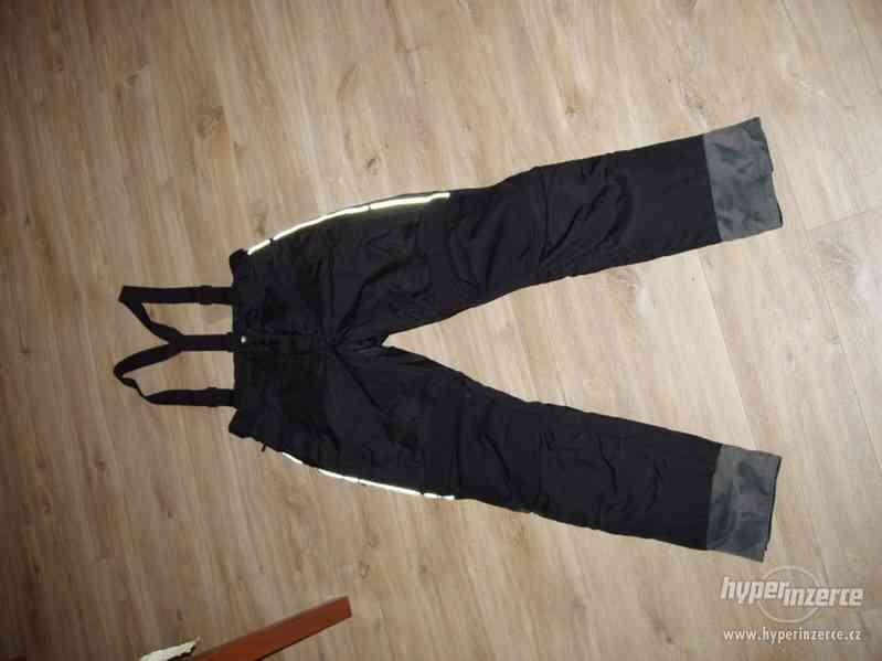 Motorkářské kalhoty