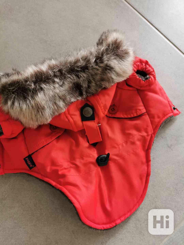 Červená zimní bundička  - foto 1