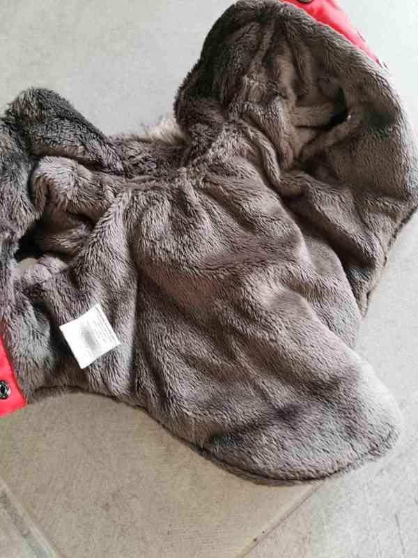 Červená zimní bundička  - foto 2