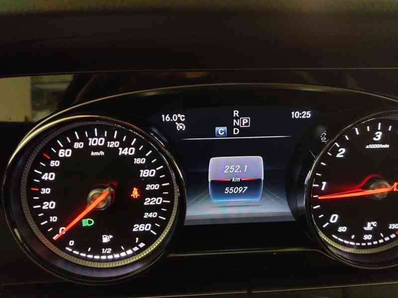 Mercedes E220d 4MATIC COMBI Avantgarde, 55000 km, r.v.2019 - foto 8